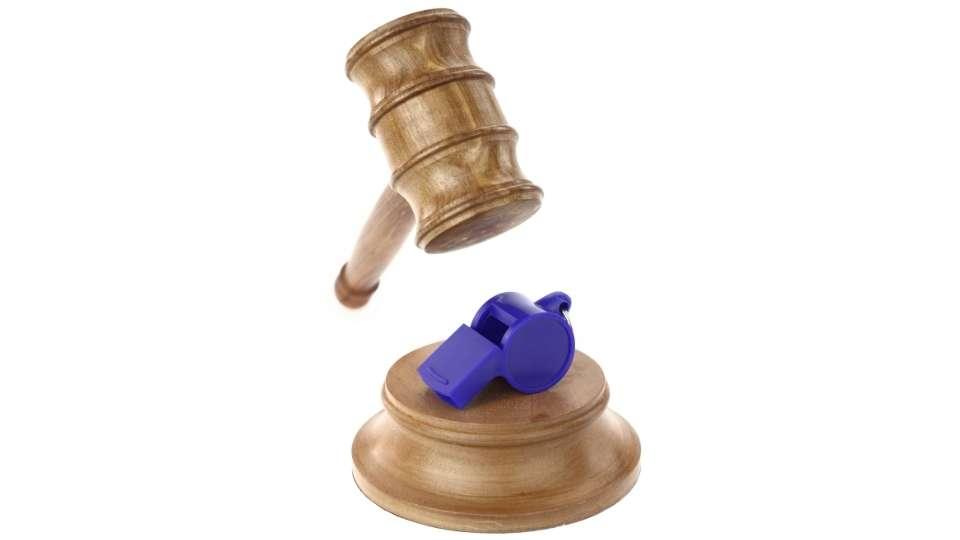 Mazo del derecho y silbato